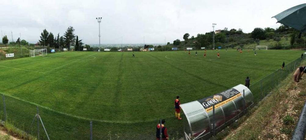 Campo calco in erba per ritiri Assisi