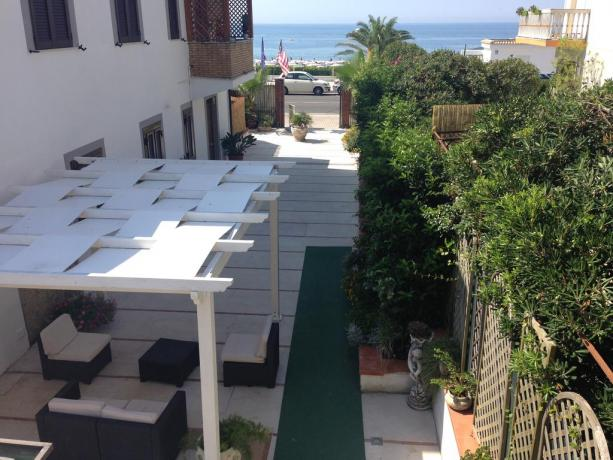 Hotel fronte mare a Minturno