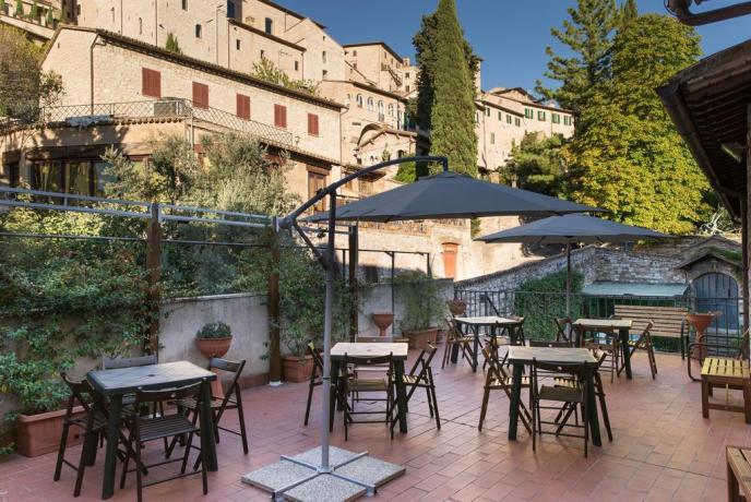 Terrazzo panoramico sulle vie di Assisi