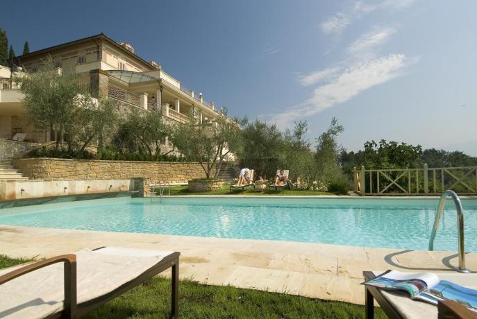 Agriturismo con piscina e solarium vicino Firenze