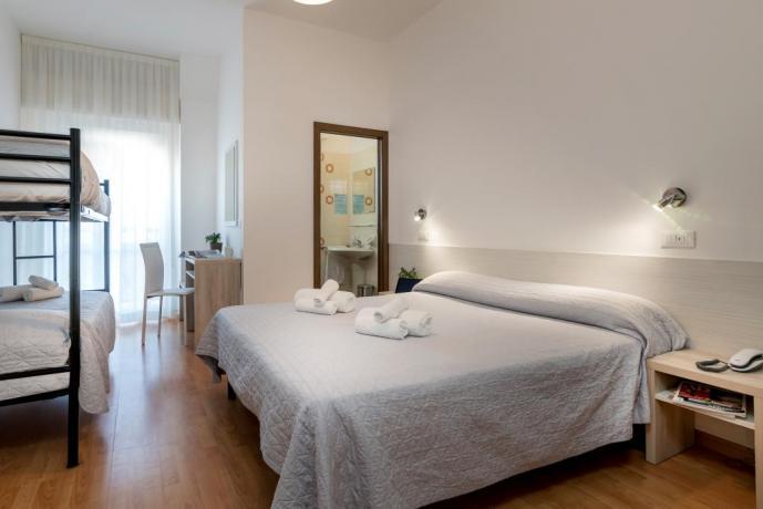 Camera quadrupla standard hotel3stelle lungomare Igea-Marina