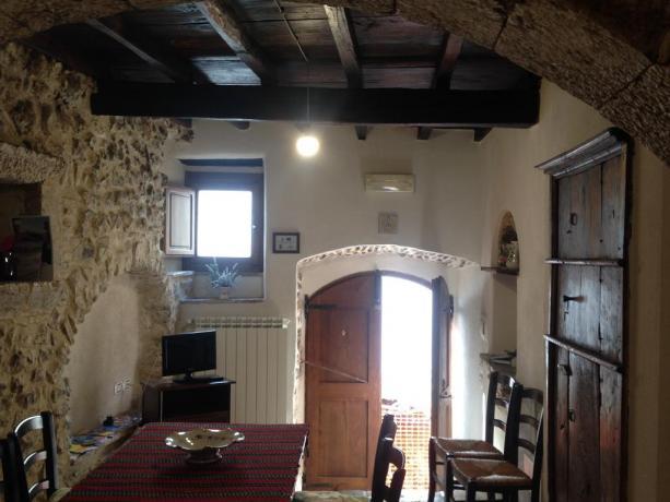 Appartamenti a Fontecchio con tv privata