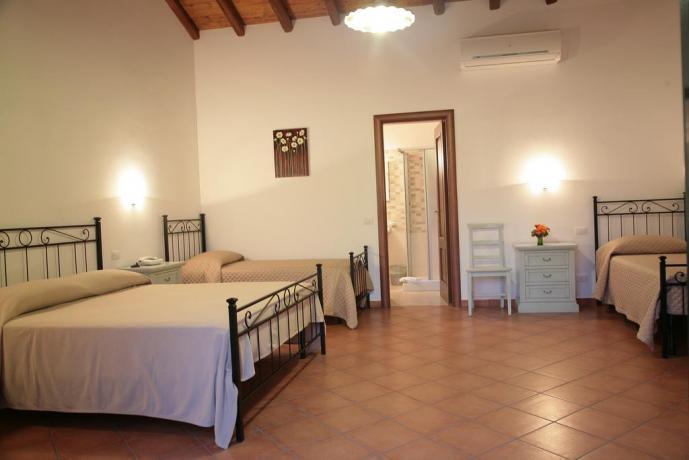 Camera quadrupla spaziosa e confortevole ideale per famiglie