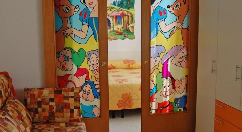 Camera con dipinto Biancaneve e 7 Nani