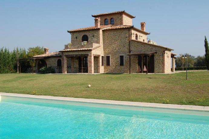 Piscina Esclusiva e Giardino in Villa Chiara