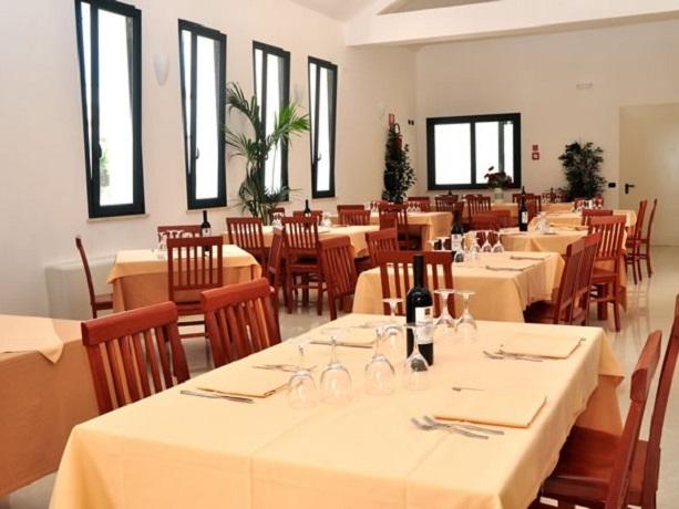 Sala ristorante del Villaggio salentino