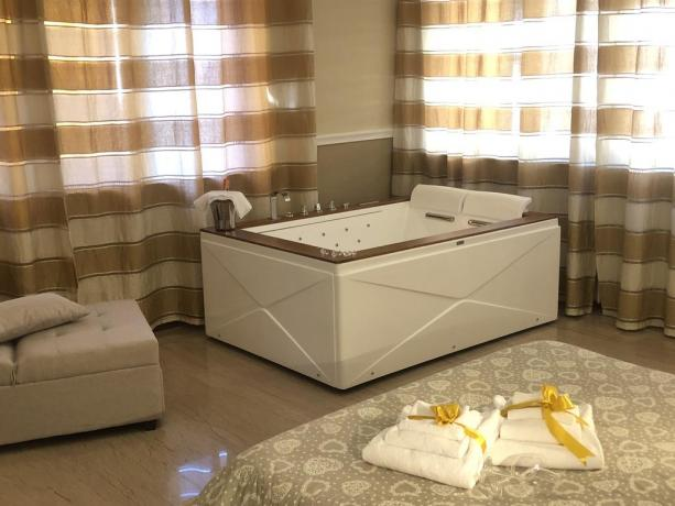 Minipiscina Jacuzzi 2 posti in Suite Queen