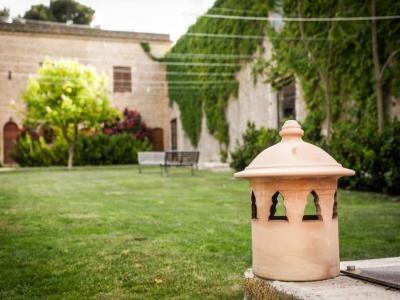 Giardino curato Masseria4stelle Valledolmo Sicilia Ideale vacanze