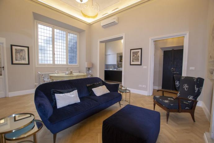 Casa di lusso Firenze con divano sala pranzo