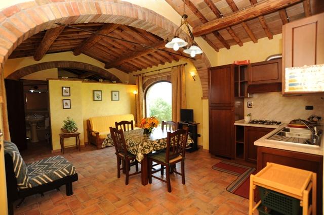 ampio soggiorno con angolo cottura appartamento Magnolia