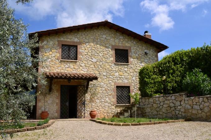 Casale a Montecchio con giardino