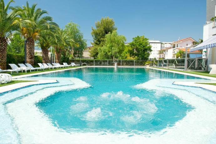 hotel-4stelle-rende-cosenza-con-sala-congressi-piscina-ristorante-eventi-business-festeprivate-calabria