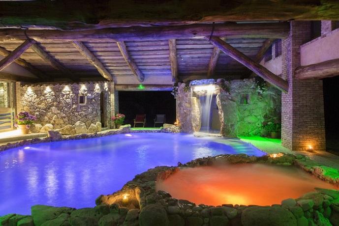 Villa privata con piscina interna riscaldata e benessere in esclusiva vicino roma tra lazio e - Piscina con acqua salata ...
