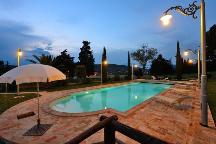 Residenza in Umbria con appartamenti e piscina