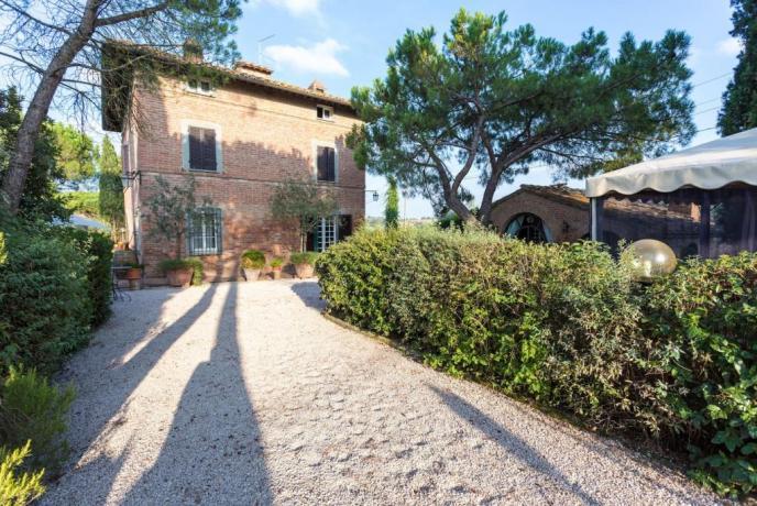 5 camere, piscina grande giardino e salone con camino, tra Umbria e Toscana, zona Lago Trasimeno