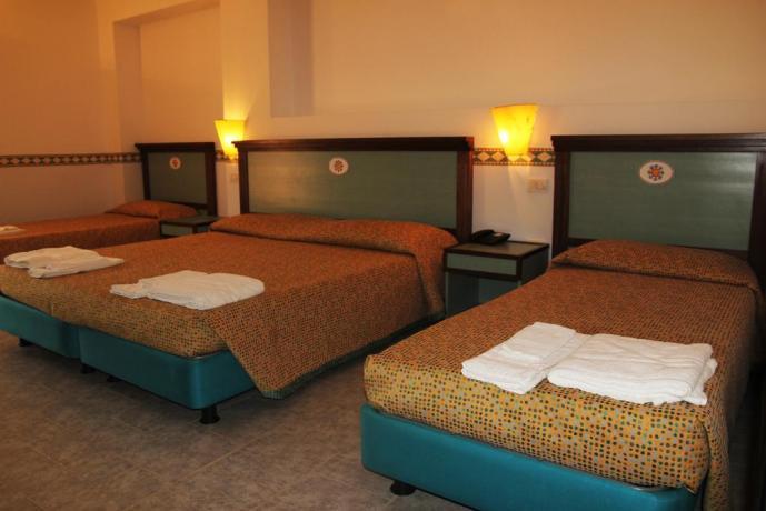 Isola-Capo-Rizzuto: Hotel economico con camera quadrupla