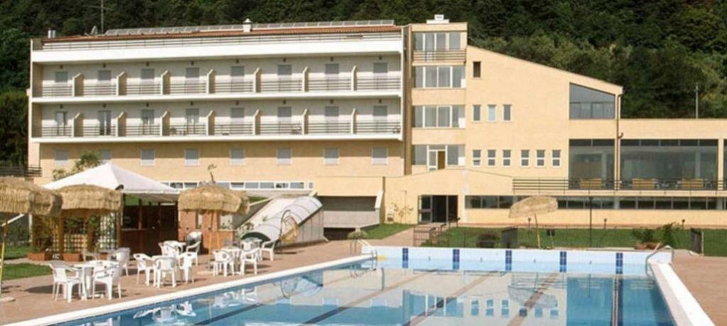 Piscina Hotel direttamente sul Lago di Bracciano