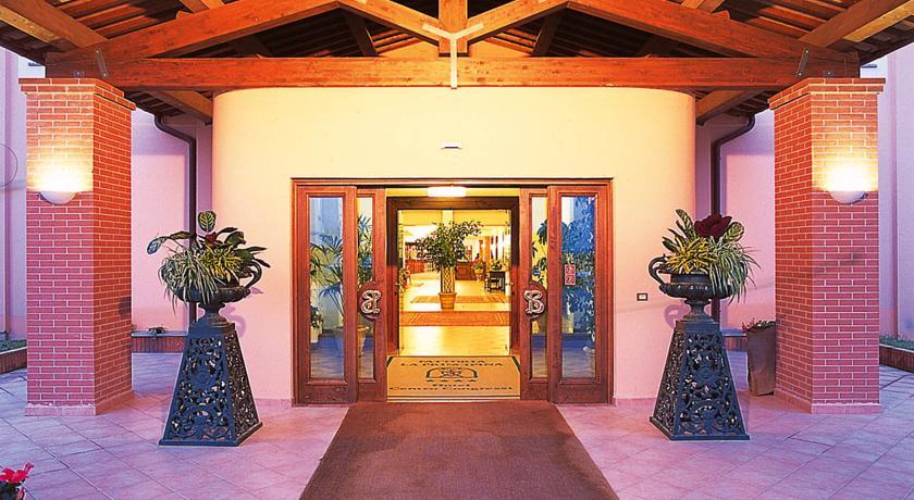 Resort con Camere e Ristoranti a Principina