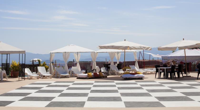 villaggio-con-appartamenti-piscina-e-ristorante-toscana-relax-glamping
