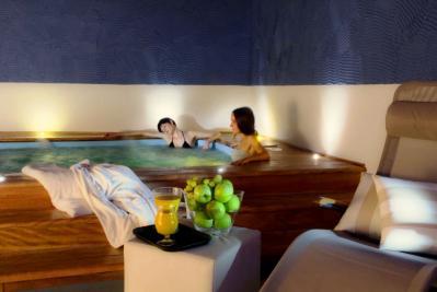 Hotel lusso a Cortona piscina coperta
