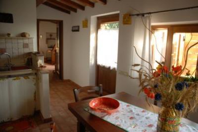 Sala da pranzo e angolo cottura casale