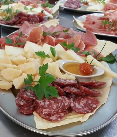 Menù Carne con prodotti tipici Sardi