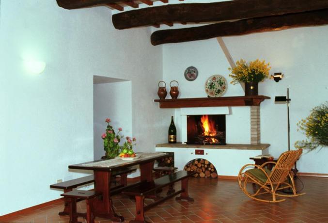 Casolare con Salone con camino ad Assisi