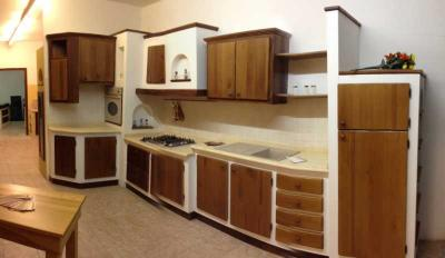 Cucina componibile ad angolo Cucine Legno Massello - Produzione e ...