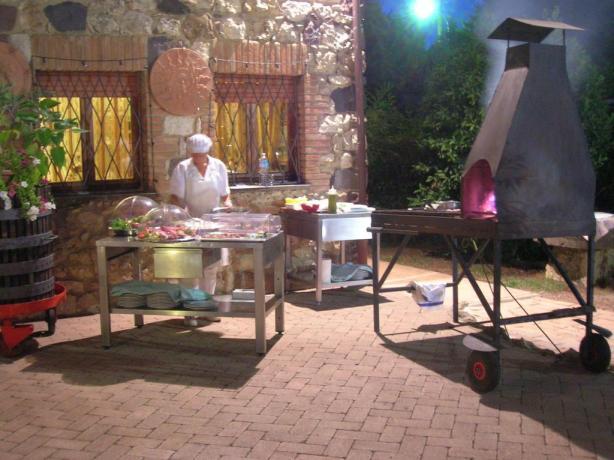 Preparazione cena all'aperto hotel a Chiusi
