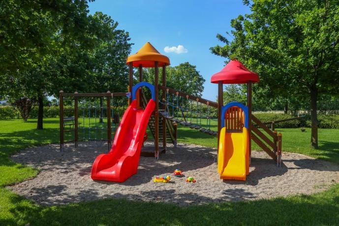 Agriturismo con parco giochi per bambini in Emilia