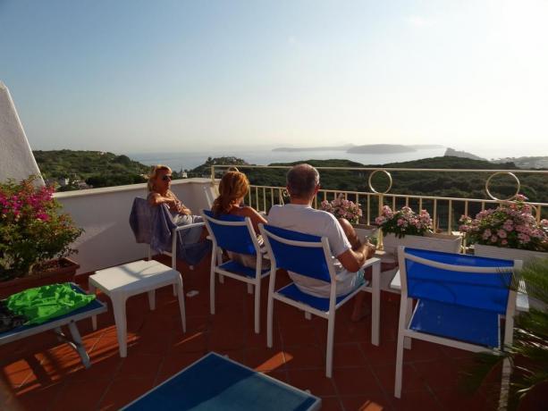 Ospiti casa vacanze vicino Porto di Ischia
