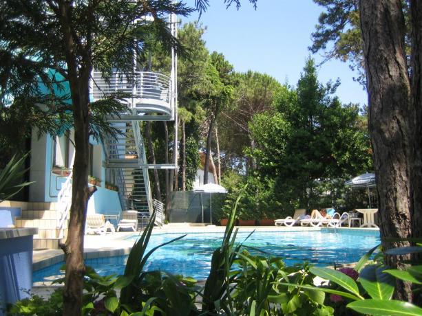 Piscina esterna hotel 4stelle a Bibione