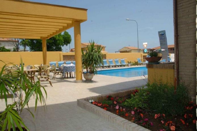Esterno residence con piscina a Numana, Marche