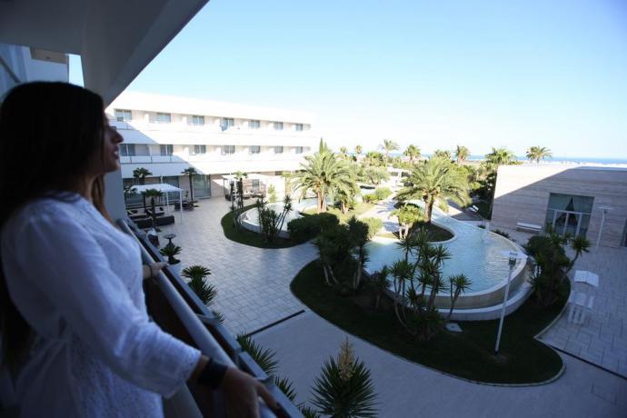 Piscina esterna in hotel4stelle di lusso Manfredonia