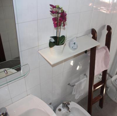 Bagno con doccia - Appartamenti Ginestra