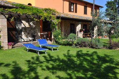 solarium e piscina villa indipendente tordandrea