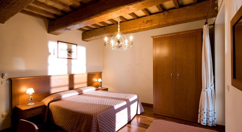 Camera da letto travi in legno Umbria