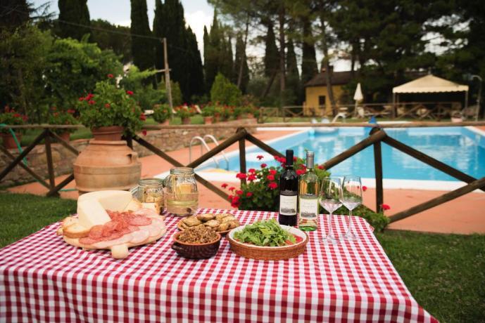 Prodotti tipici, Ristornate e Piscina Agriturismo in Umbria