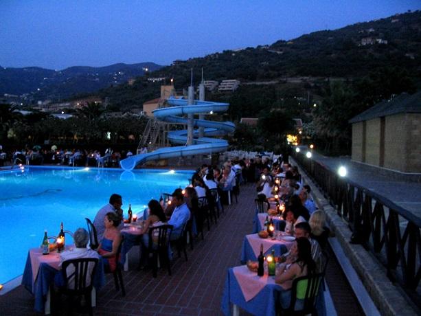 Piscina vicino Messina di notte