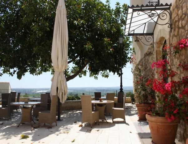 Balcone con vista campagna della Sicilia