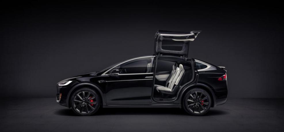 noleggio lungo termine SUV tesla model x