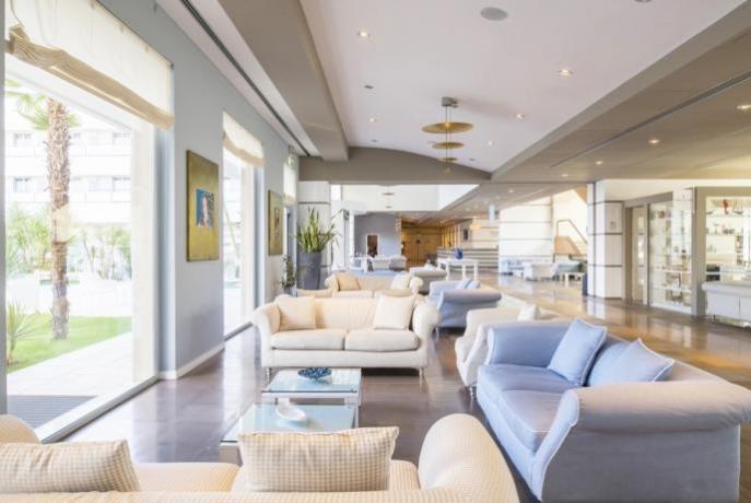 Sala comune albergo 4 stelle Manfredonia