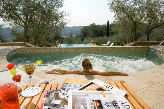 Piscina idromassaggio in Hotel valle del Chianti