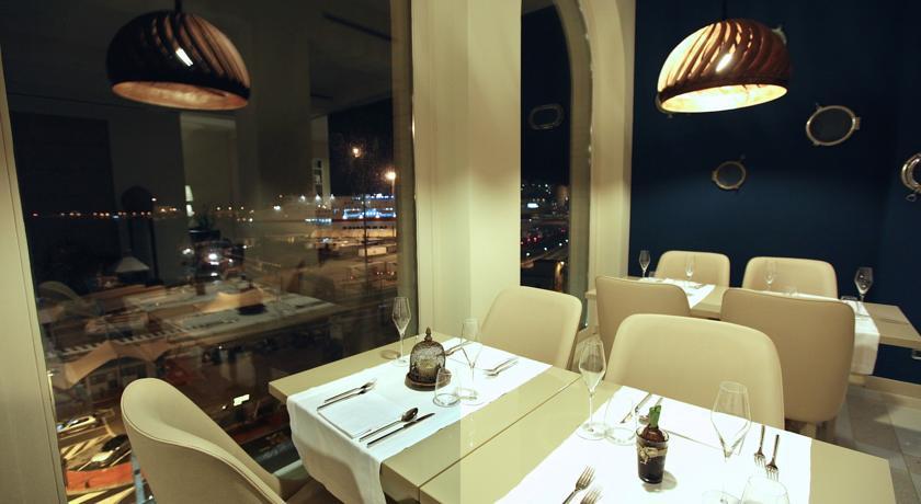 Hotel con ristorante sul mare