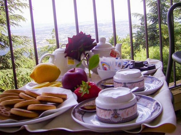 Camere con balcone, colazione in camera
