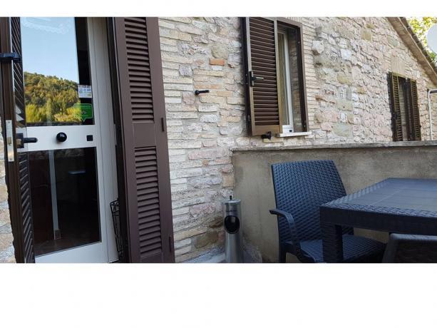 Casale di campagna ad Assisi nel verde