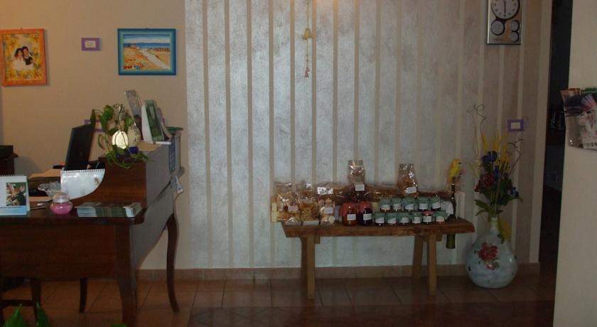 Ingresso Ristorante con vendita prodotti tipici regionali