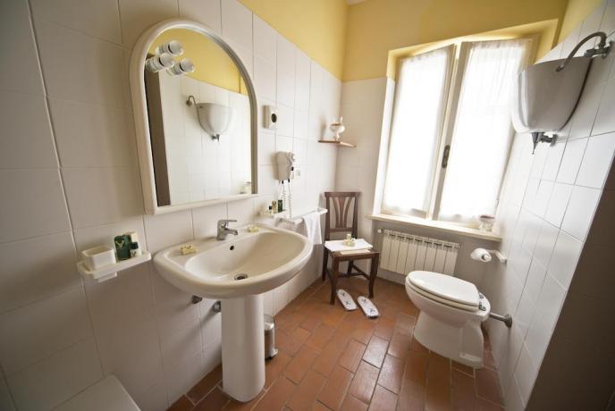 Agriturismo con Camere e Appartamenti con Bagno privato
