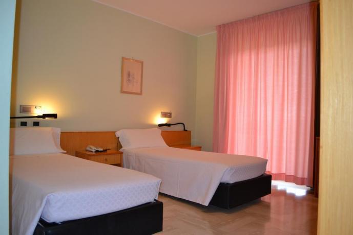 Camera doppia letti separati hotel a Caltagirone-Catania
