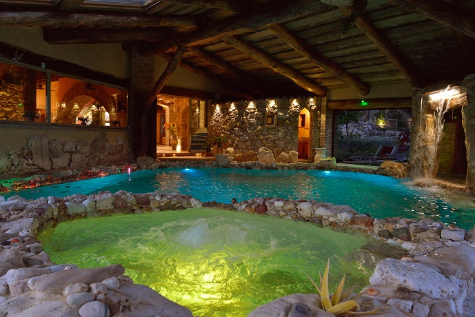 Villa privata con piscina interna riscaldata e benessere in esclusiva vicino roma tra lazio e - Piscina interna casa ...
